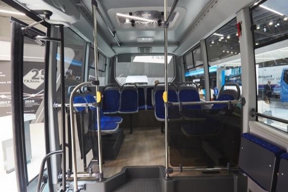 Высокий и просторный салон в низкопольном автобусе ГАЗЕЛЬ CITY