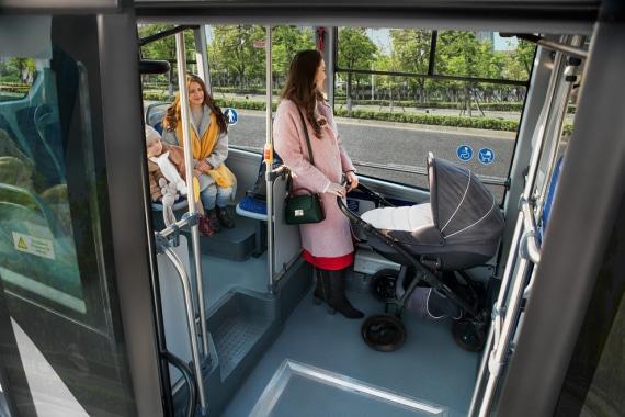 Большая накопительная площадка в низкопольном автобусе ГАЗЕЛЬ CITY