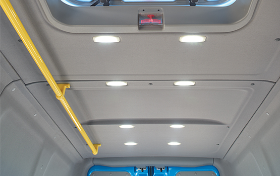 Десять светодиодных светильников равномерно размещены по пассажирскому салону в автомобиле ГАЗель NEXT ЦМФ