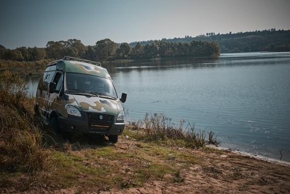 Автомобиль на базе ГАЗель 4WD, камуфляж. Вид справа