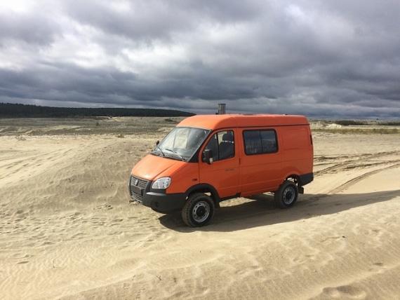 Автомобиль на базе ГАЗель 4WD, оранжевый. Вид слева