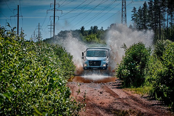 Автомобиль SADKO NEXT, белый. Вид спереди