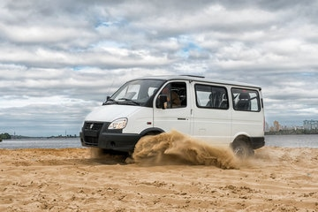 Автомобиль на базе ГАЗ 4WD, белый. Вид слева