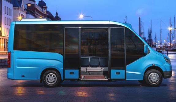 Широкий дверной проём и двустворчатая дверь с электроприводом в низкопольном автобусе ГАЗЕЛЬ CITY